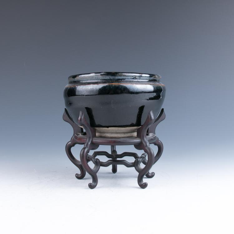 A Pottery Censor with a Wood Stand, Yuan/Ming Dynasty