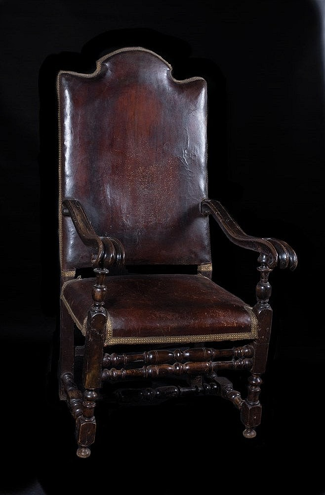 Carved wooden armchair. Italy. 17th century. 132 x 69 x 65 cm.