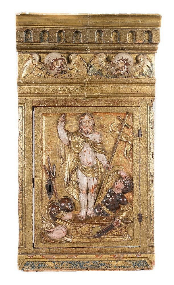 Tabernacle door made of carved polychrome and gilt wood. 16th century.