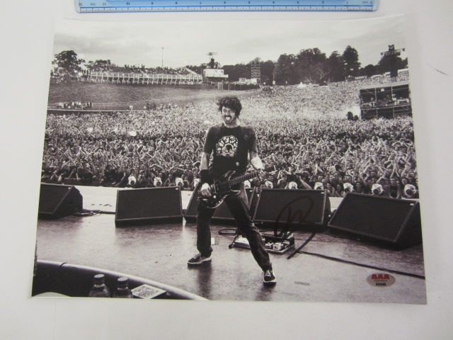 DAVE GROHL Signed Autographed 11x14 Photo Certified CoA