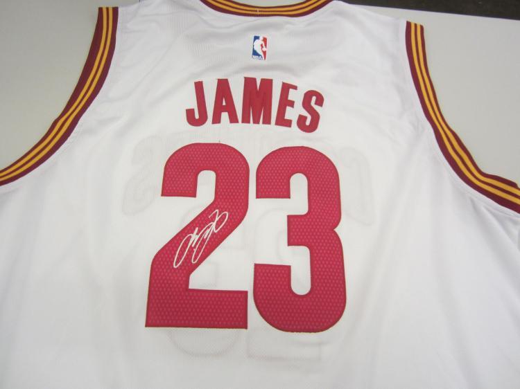 super popular 4057e 63af4 LeBron James Cleveland Cavaliers signed autographed jersey ...