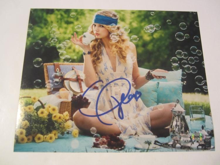 Taylor Swift Hand Signed Autographed 8x10 Photo COA