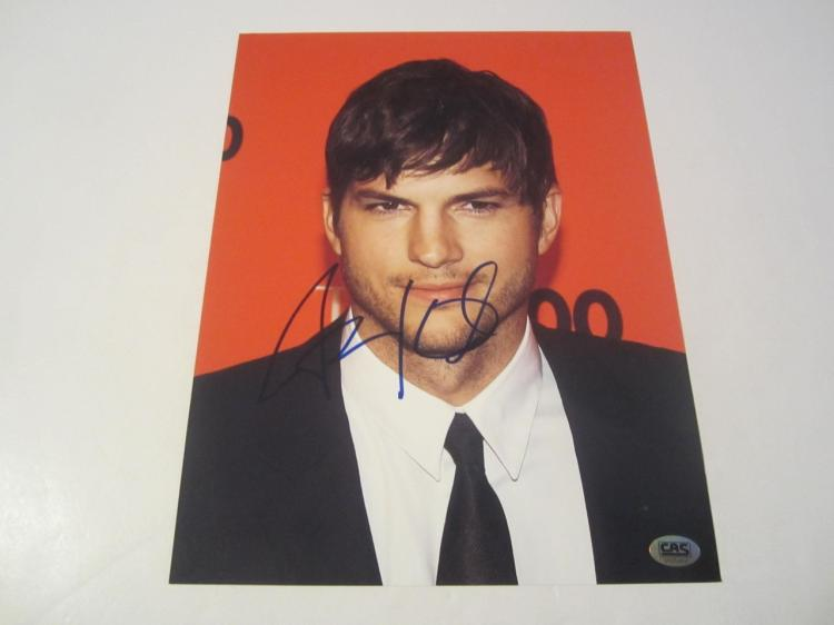 Ashton Kutcher Hand Signed Autographed 8x10 Photo COA