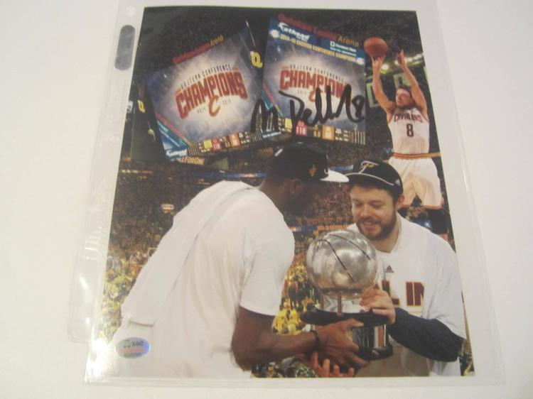 Matthew Dellavedova Cleveland Cavaliers Signed autographed 8x10 SGC COA