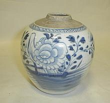 Chinese Blue & White porcelain spice jar with garden scene an birds. Fine foot. 5.5