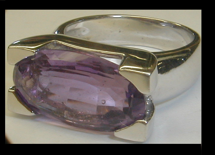 14k Italian white gold ring with amethyst. Size 7. Total weight 8.5 grams