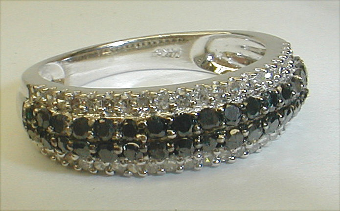 Ladies 14k white gold ring four rows of black and white diamonds. Size 7 1/4. Total weight 3.2 grams