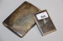 Stort samt lille cigaretetui# Sølv, heraf 1 prydet med sten, l. 9 - 13 cm., vægt ca. 243,5 g.