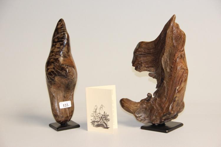 Ejnar Andersen# 2 skulpturer, delvist poleret moseeg, h. 37 cm.