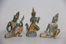 3 thailandske tempeldansere#  Delvist forgyldt bronze, h. 23 - 28 cm.