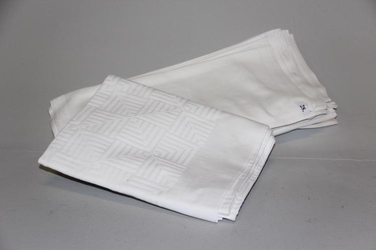 georg jensen damask 34 hvide servietter samt dug enkelte m. Black Bedroom Furniture Sets. Home Design Ideas