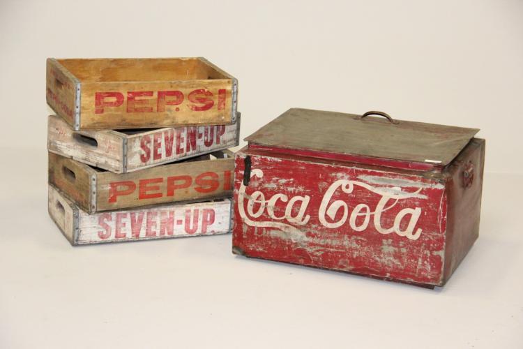 Gammel Coca Cola køleboks samt 4 gamle trækasser# Bemalet me