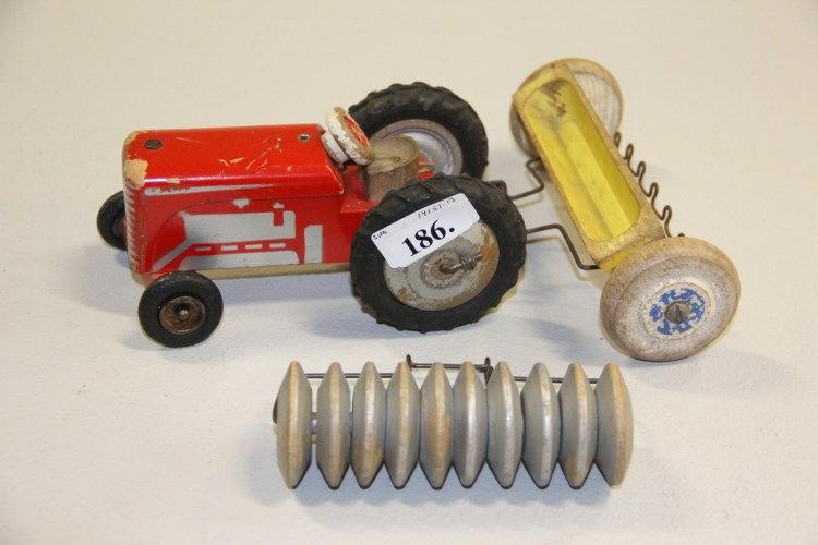 Højmoderne Gammelt legetøj, Lego# Traktor med 2 vogne, bemalet træ EH-27