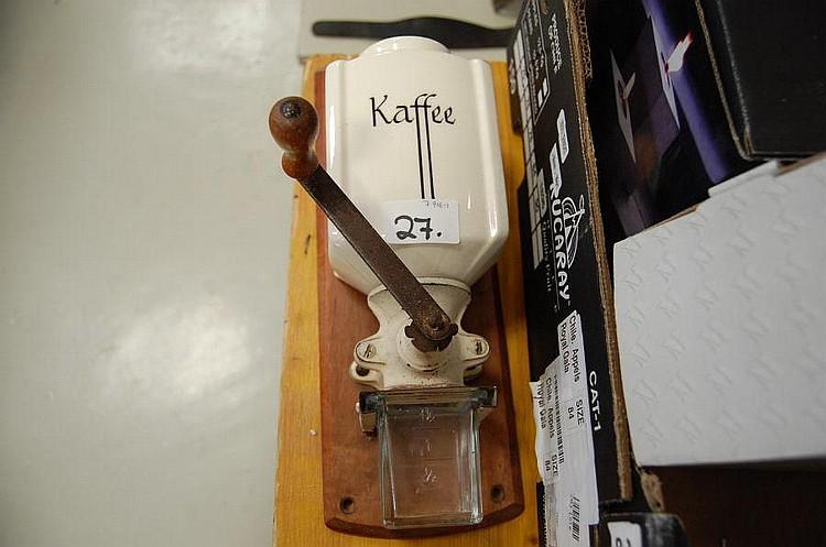 Groovy Gammel væghængt kaffemølle, fajance TX89