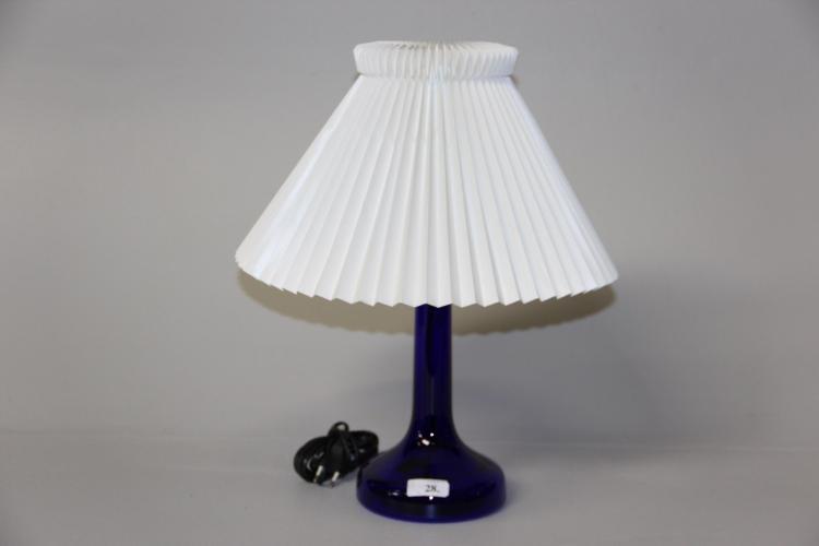 Holmegaard og Le Klint Bordlampe, blåt glas og messing, med