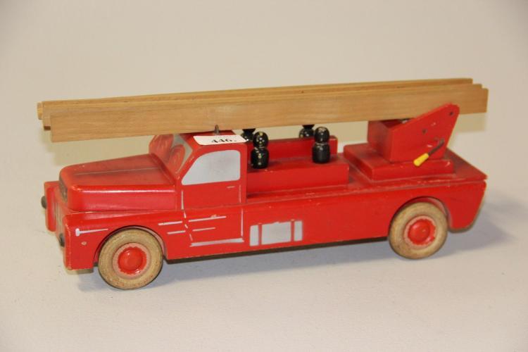 Tidsmæssigt Gammelt legetøj, Lego# Stigevogn, bemalet træ, l. 38 cm. TZ-33