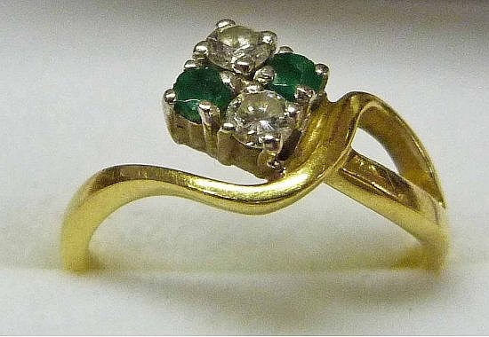 EMERALD & DIAMOND RING IN CROSSOVER SETTING MARKED
