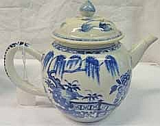 19TH CENTURY CHINESE BLUE AND WHITE TEAPOT