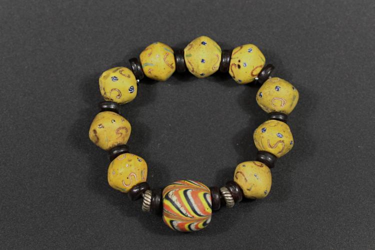 A Color Glazed Hand Bead - Han Dynasty