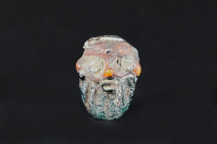 A Colorful Poenicians Bead with Head Carving - Ming Dynasty