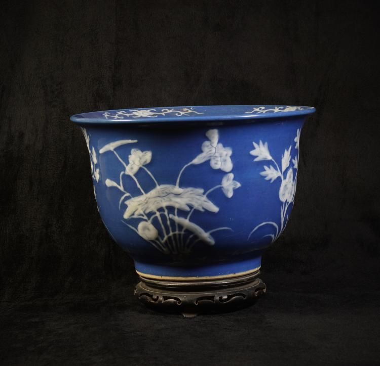 A Vase with White Flowers pattern - Qing Tongzhi Dynasty
