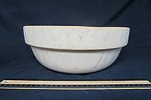 VINTAGE POTTERY MIXING BOWL NO SIGNATURE MARKS, 12