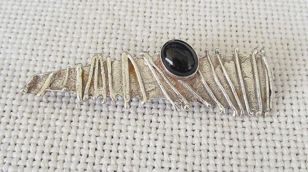 AVI SOFFER Vintage modernist silver sterling 925 brooch /pendant set with agate, signed.