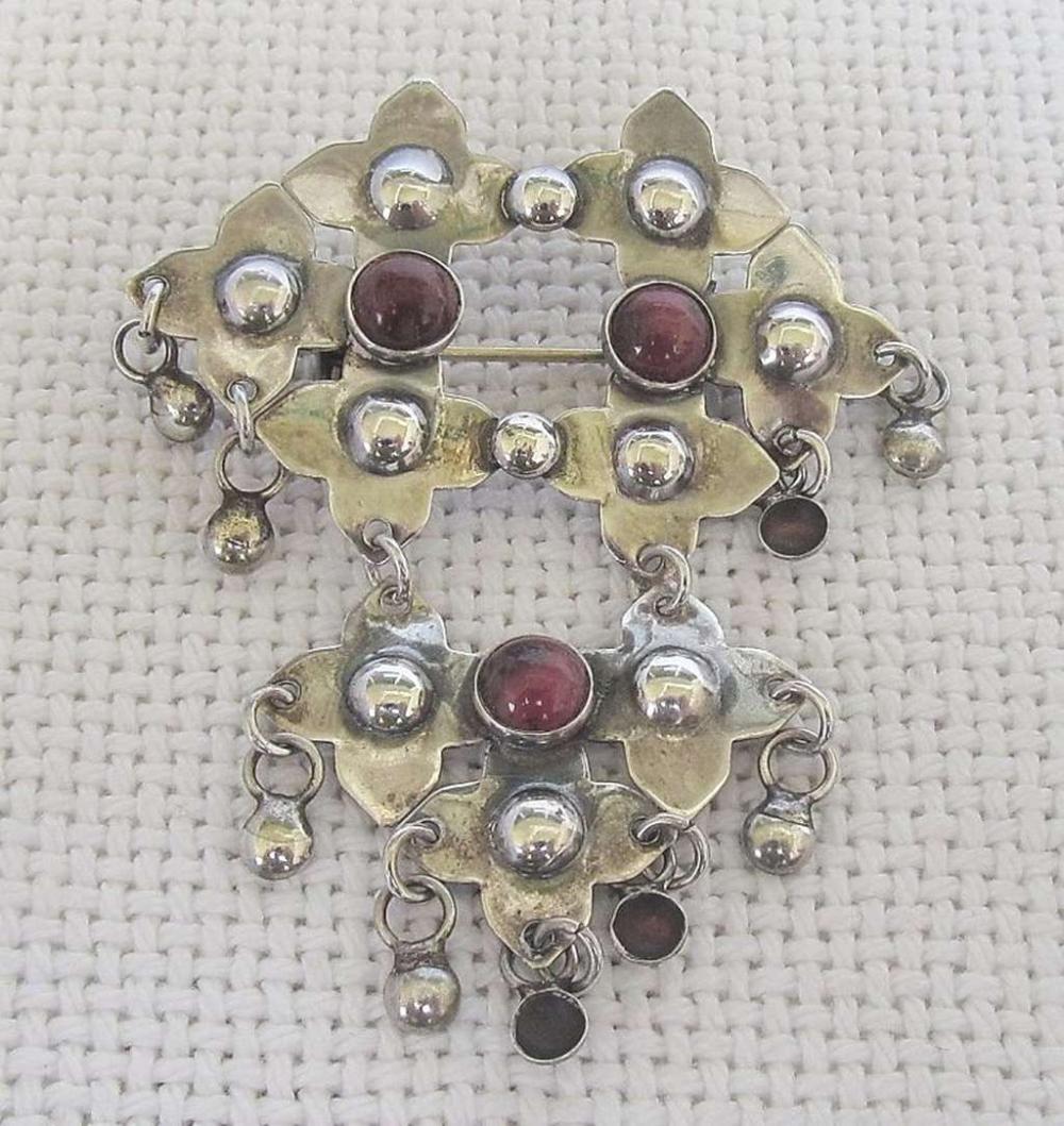 Vintage silver sterling 925 brooch set with rhodonite gemstone.