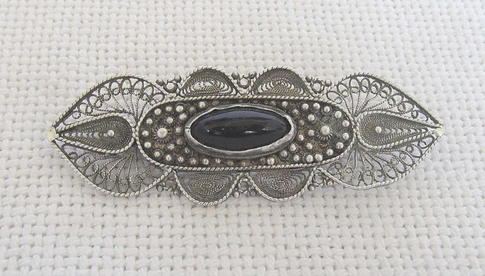 Bezalel Yemenite filigree silver sterling brooch set with agate, Jerusalem.