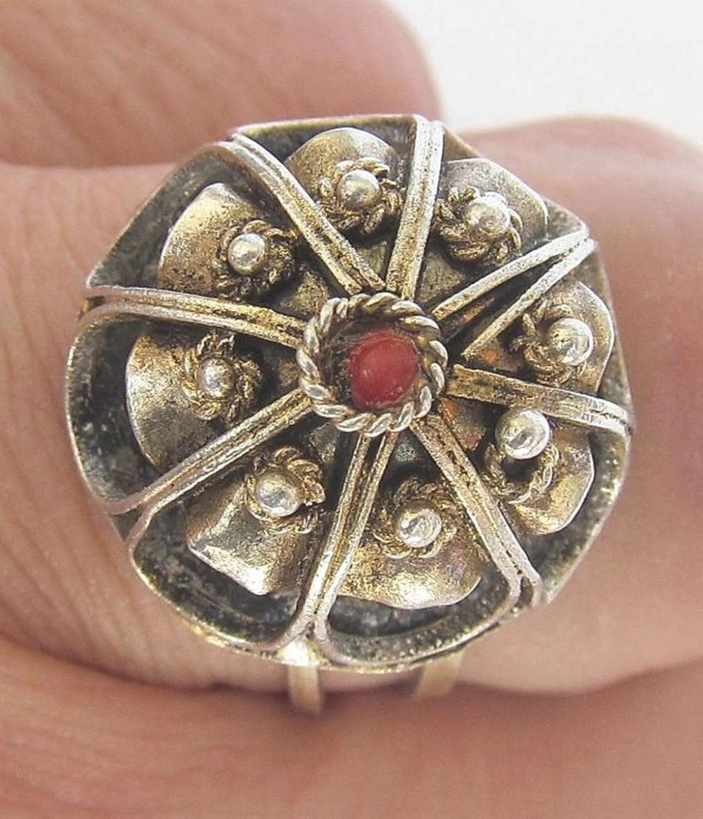 Yemenite Vintage filigree silver sterling ring set with coral, size: 8.25, Hazorfim, Israel.