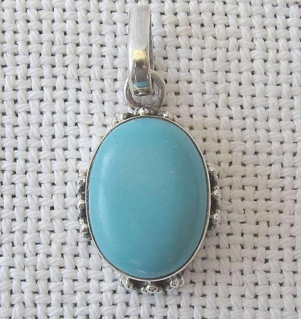 Navajo Native American vintage silver sterling 925 pendant set with turquoise.