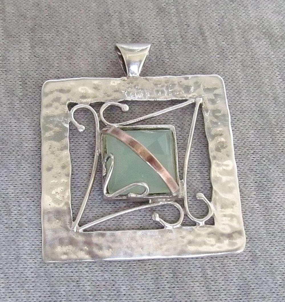 Vintage modernist gold and silver sterling 925 pendant set with faceted jade, signed: DK, 14 gr.