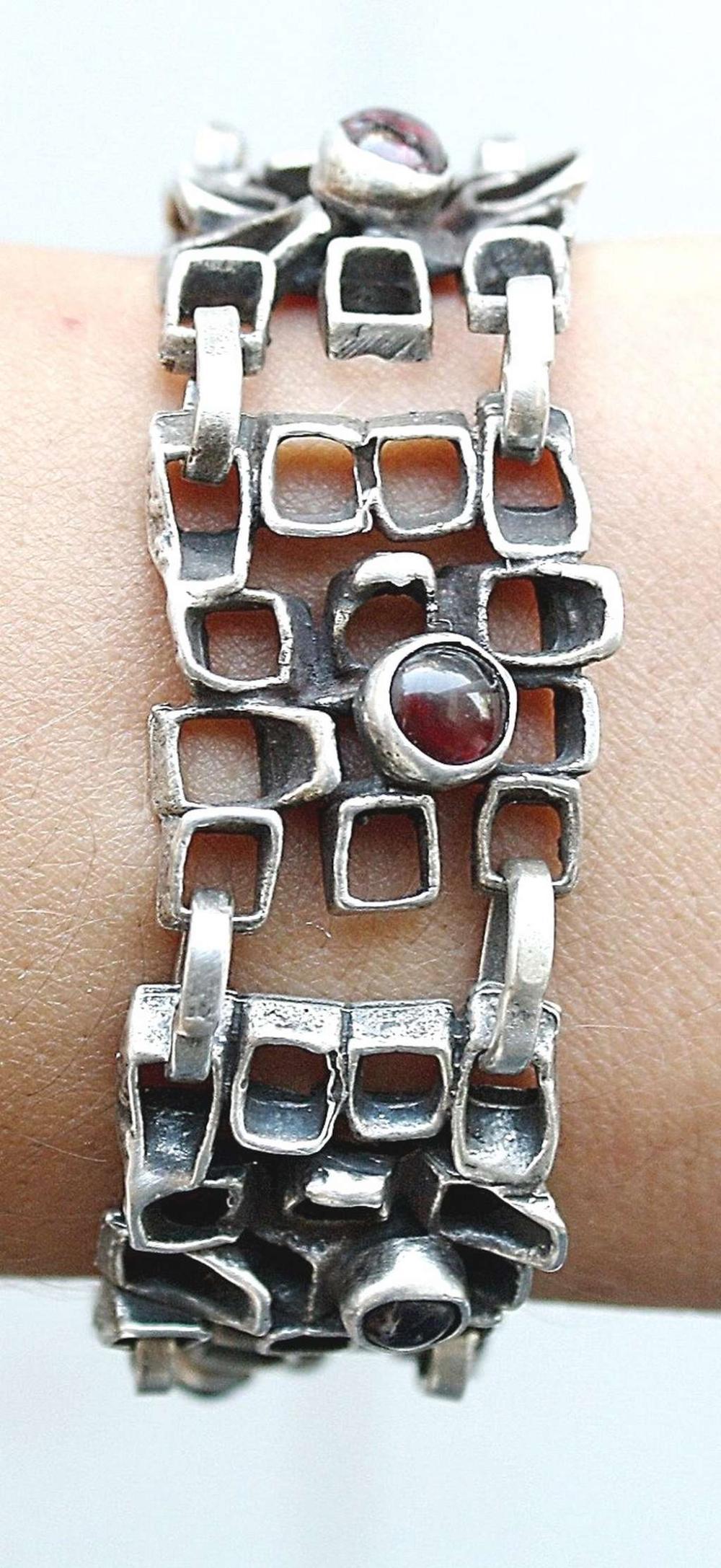Vintage modernist massive silver sterling link bracelet set with garnet, 39gr.