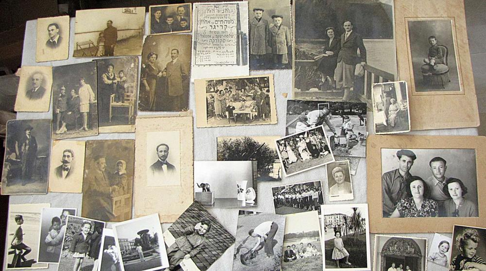 Large collection of photos including military photos, documents, papers and booklets, ca. 200 antique and old items.