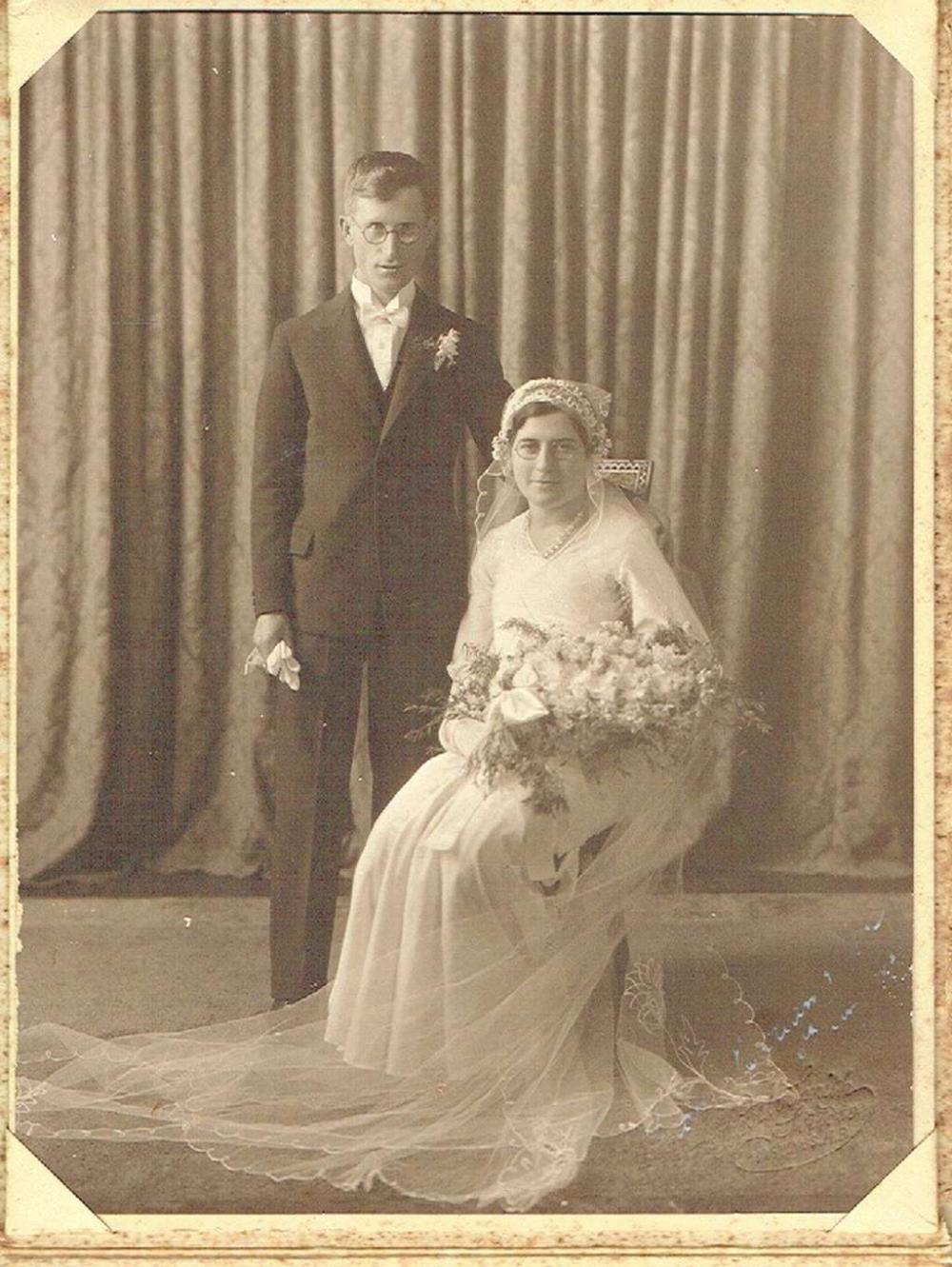 Antique wedding photo of a Jewish couple in orig. folder.