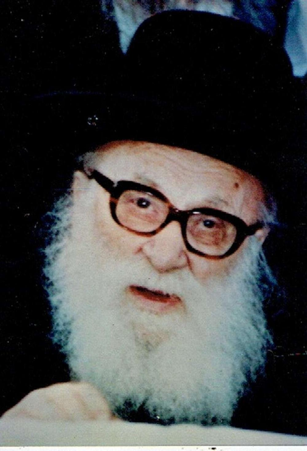 Orig. photograph of a Rabbi, signed, size: 12.5 x 9cm.