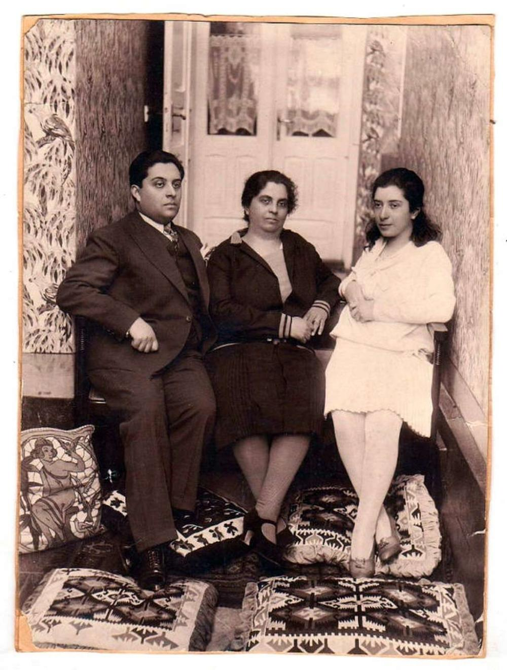 Old photo of a Jewish family
