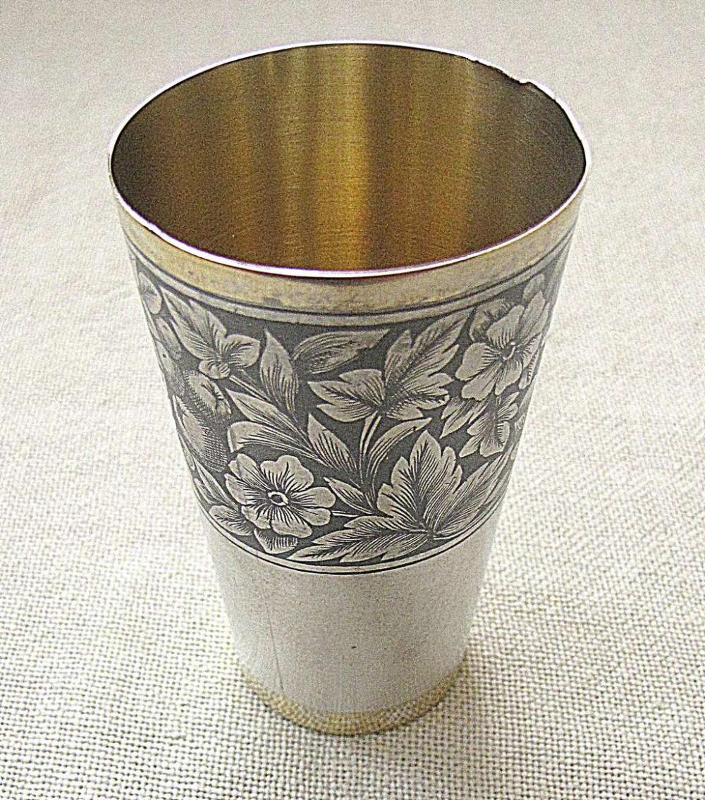 Russian Floral Niello Severnaya Chern gilded silver 875 Vodka liqueur cup, 52 gr. 1960s, Velikiy Ustyug
