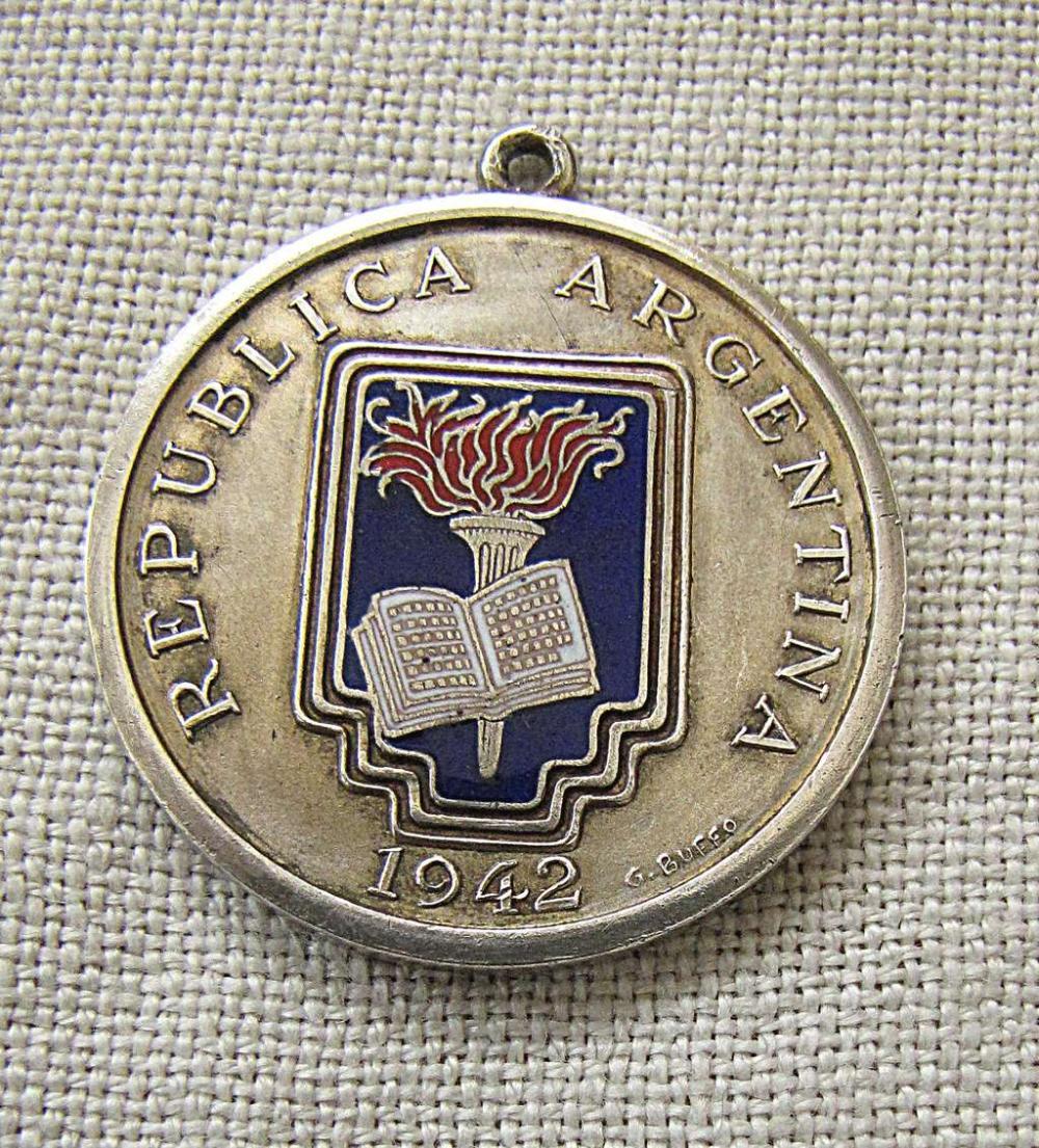Argentina Art deco enameled silver 900 Medal /Token, design by G. Buffo, 1942, diameter: 34 mm., weight: 18 gr.