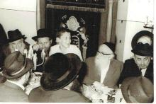 Orig. photo of rabbi Zvi Weiser and other persons, 1971,