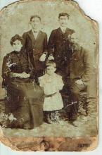 David Labungi, Jaffa, antique cabinet photo of a Jewish family