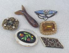 6 vintage brooches, partly damaged