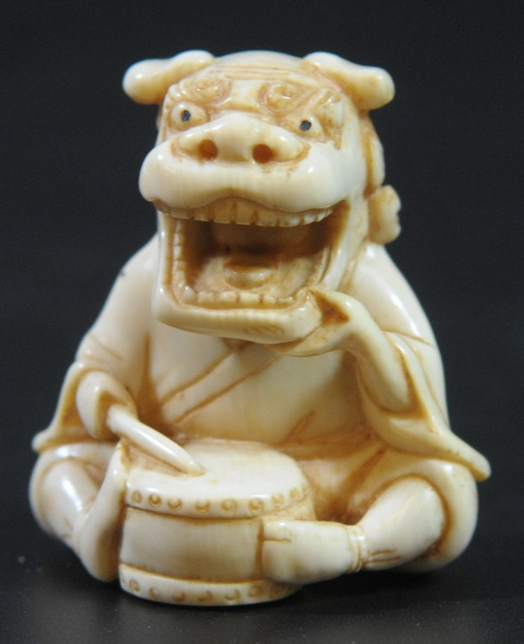 Man wearing a mask, special old quality ivory netsuke