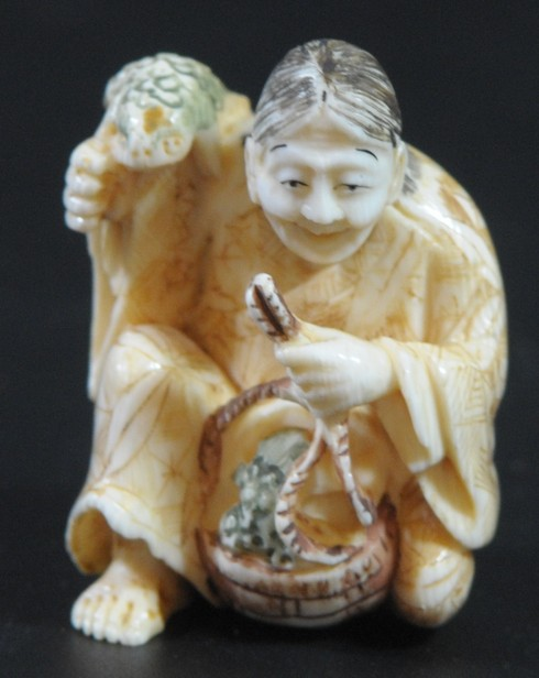 Man with basket and frogs, old ivory netsuke