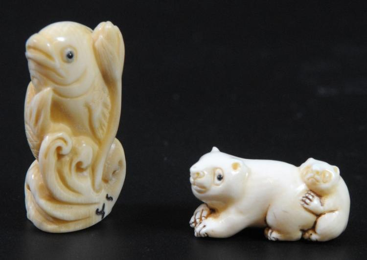 Lot of 2 ivory netsuke, anteater and fish