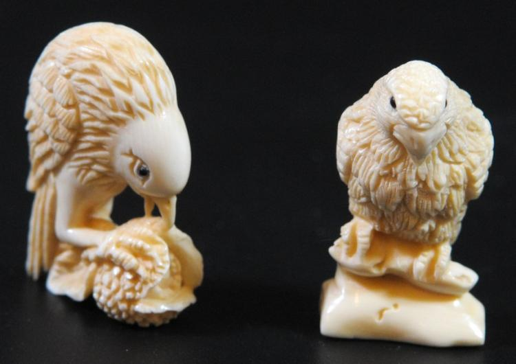 Lot of 2 ivory netsuke, prey birds