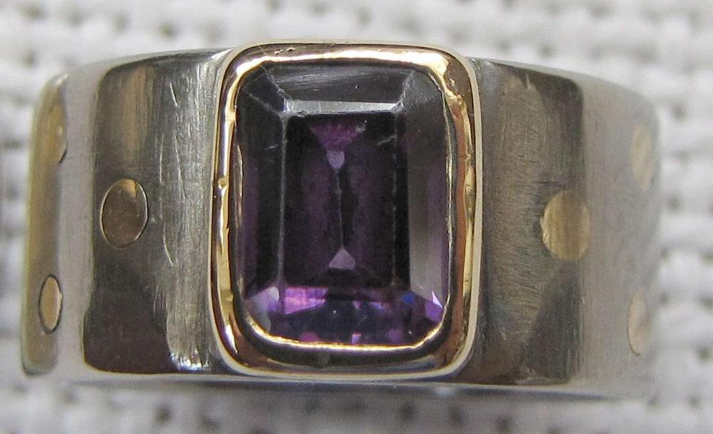VINTAGE BLACK TITANIUM AND GOLD RING SET WITH AMETHYST, SIZE: 7