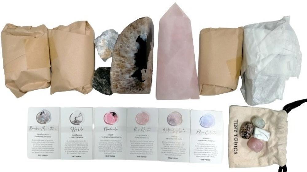 A crystal kit incl. rose quartz obelisk Ht. 17cm etc.