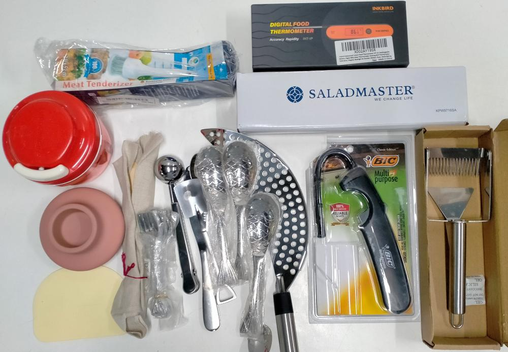 A bag of assorted kitchenware incl. digital thermometer, onion chopper etc.