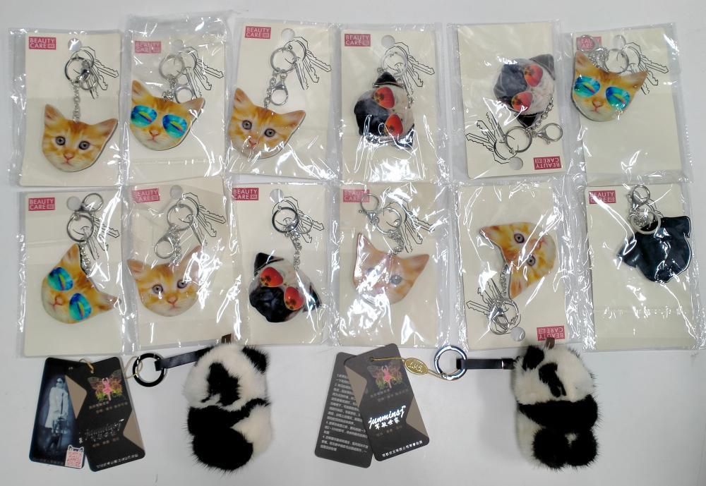 A bag of assorted keyrings incl. pugs, cats & panda bears